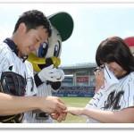舘石彩と花島工真が仰天ニュースに!始球式でガンと闘うプロポーズ!